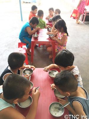 school lunch atmosphere2